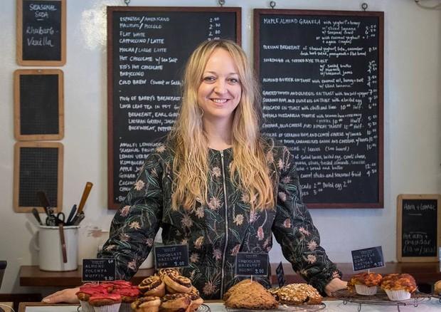 Claire Ptak, a confeiteira responsável pelo bolo de casamento de Harry e Meghan (Foto: Reprodução/British Vogue)