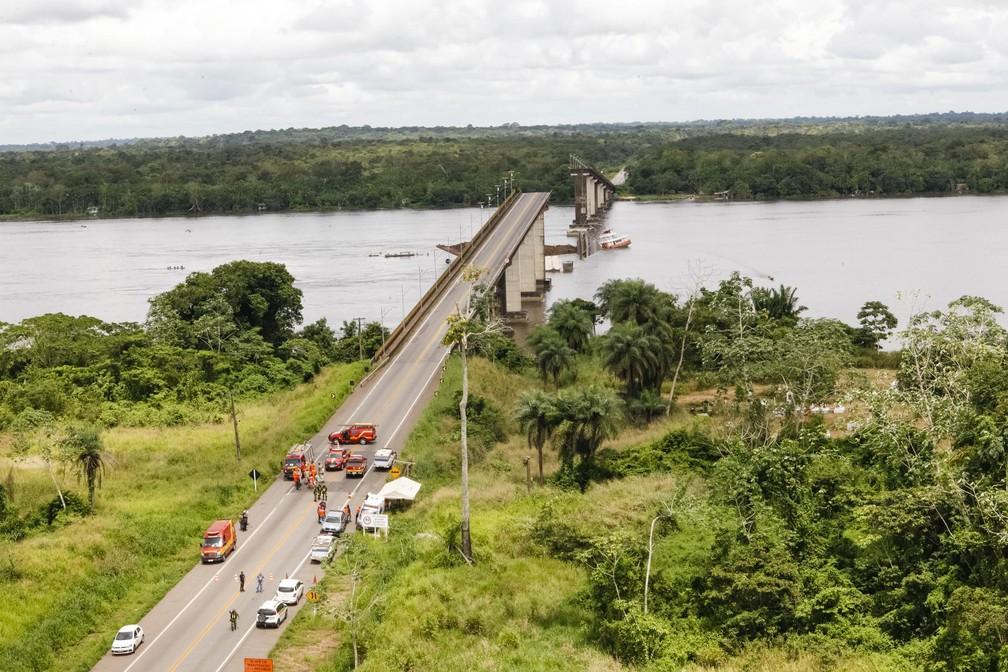 Ribeirinhos que vivem às margens do Rio Moju, ouviram pessoas gritando quando ponte caiu. — Foto: Secom / Divulgação