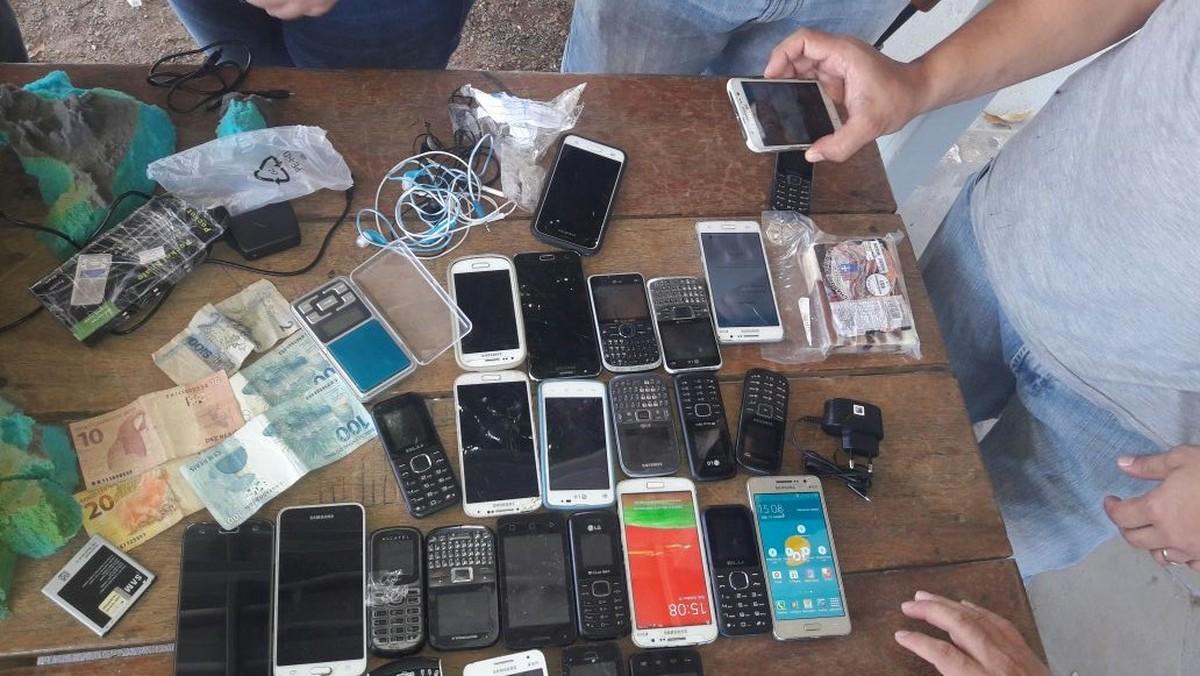 Detento é flagrado com 30 celulares escondidos em cadeira de rodas em presídio de Roraima