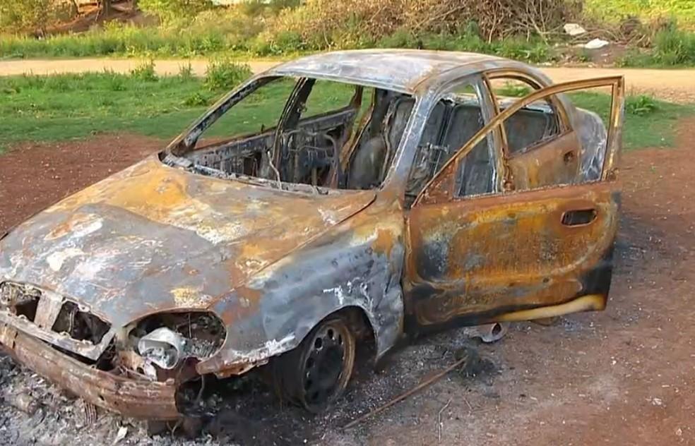 Carro foi incendiado na Reserva do Ligeiro, no Norte do estado, no final do ano passado (Foto: Reprodução/RBS TV)