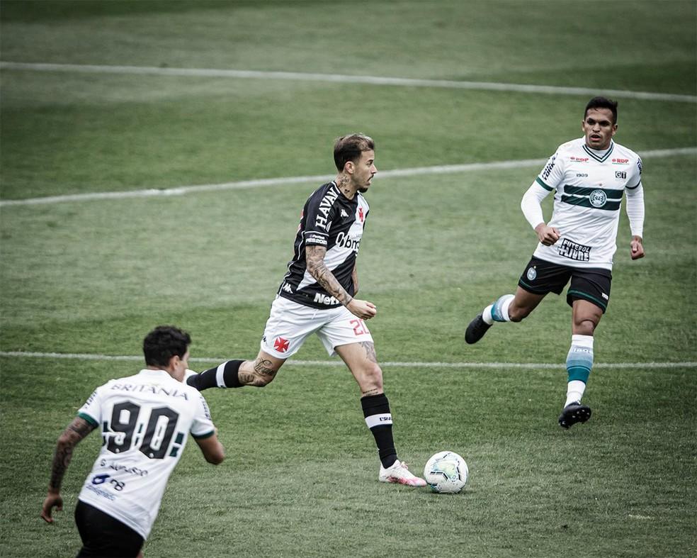 Vasco jogou muito desfalcado no Paraná — Foto: Matheus Sebenello/Mowa Press