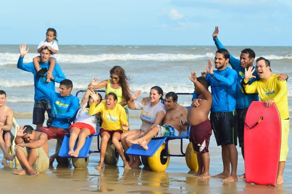 Projeto dá aulas de bodyboarding para pessoas com deficiência — Foto: Divulgação/Projeto Estrelas do Mar