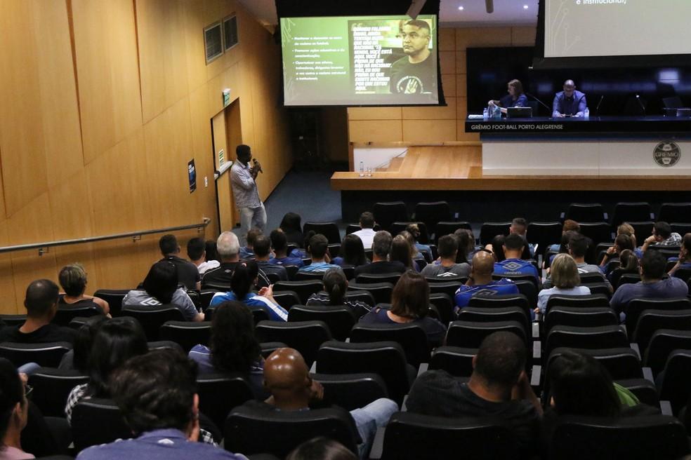Ação interna do Grêmio com funcionários em debate sobre preconceito  — Foto: Morgana Schuh/Grêmio