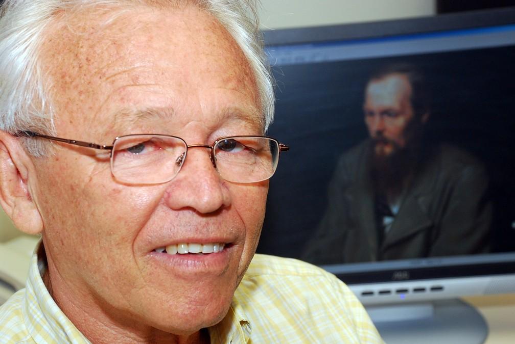 Paulo Bezerra, paraibano de Pedra Lavrada, é o principal tradutor brasileiro dos clássicos da literatura russa — Foto: Rizemberg Felipe/Jornal da Paraíba/Arquivo