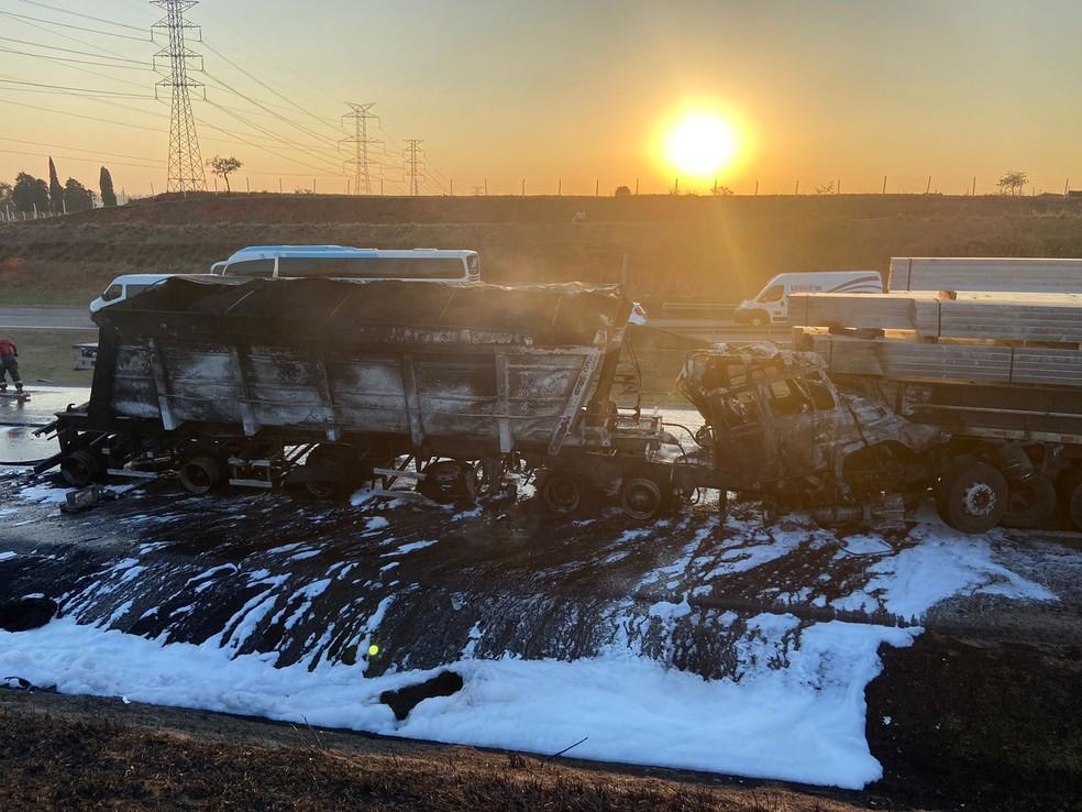 Acidente provoca incêndio em caminhão e interdita rodovia em Itu (SP) — Foto: Fernando Vitarelli/ ITV