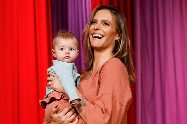 Fernanda Lima com Maria Manoela no colo (Foto: Tricia Vieira)