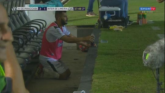 Acesso da Inter tem ônibus quebrado, reza no banco, gol no fim e técnico mordido por cão