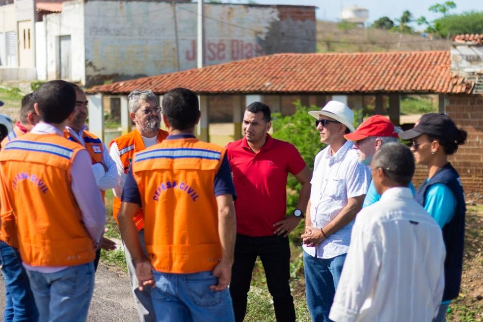 Técnicos vistoriaram a barragem Passagem das Traíras e pretendem ir aos outros reservatório do Rio Grande do Norte — Foto: Divulgação/Igarn