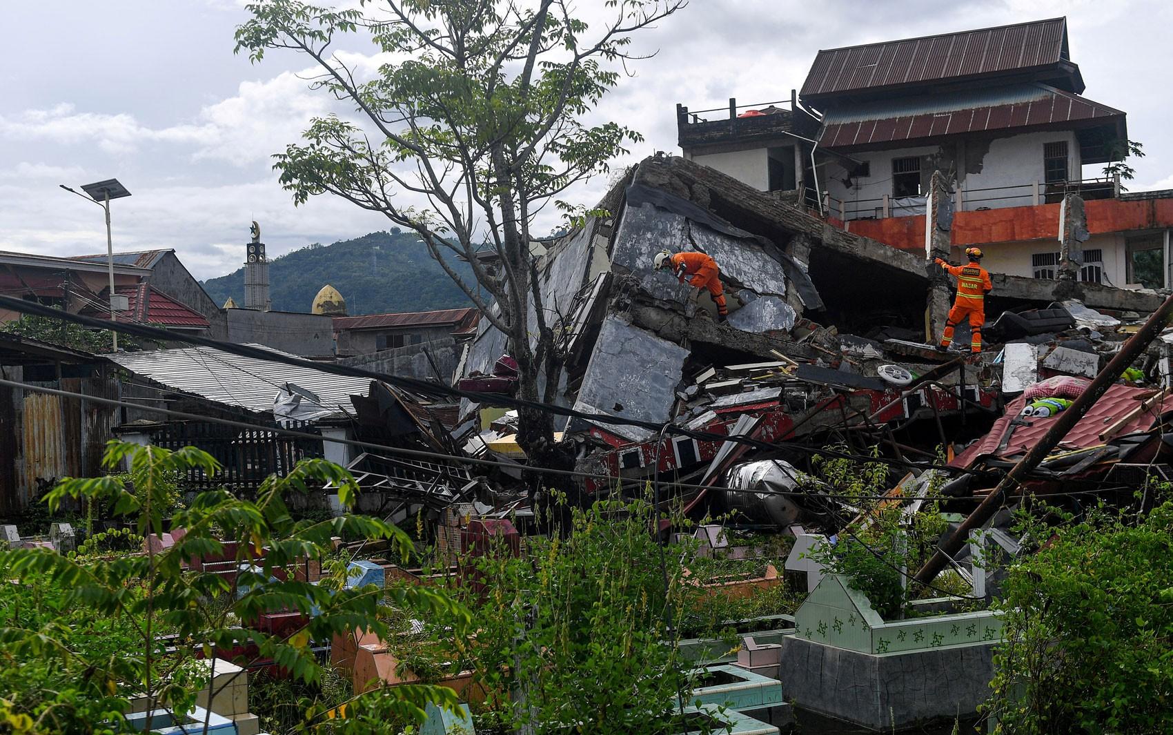 Número de mortos após terremoto na Indonésia sobe para 73