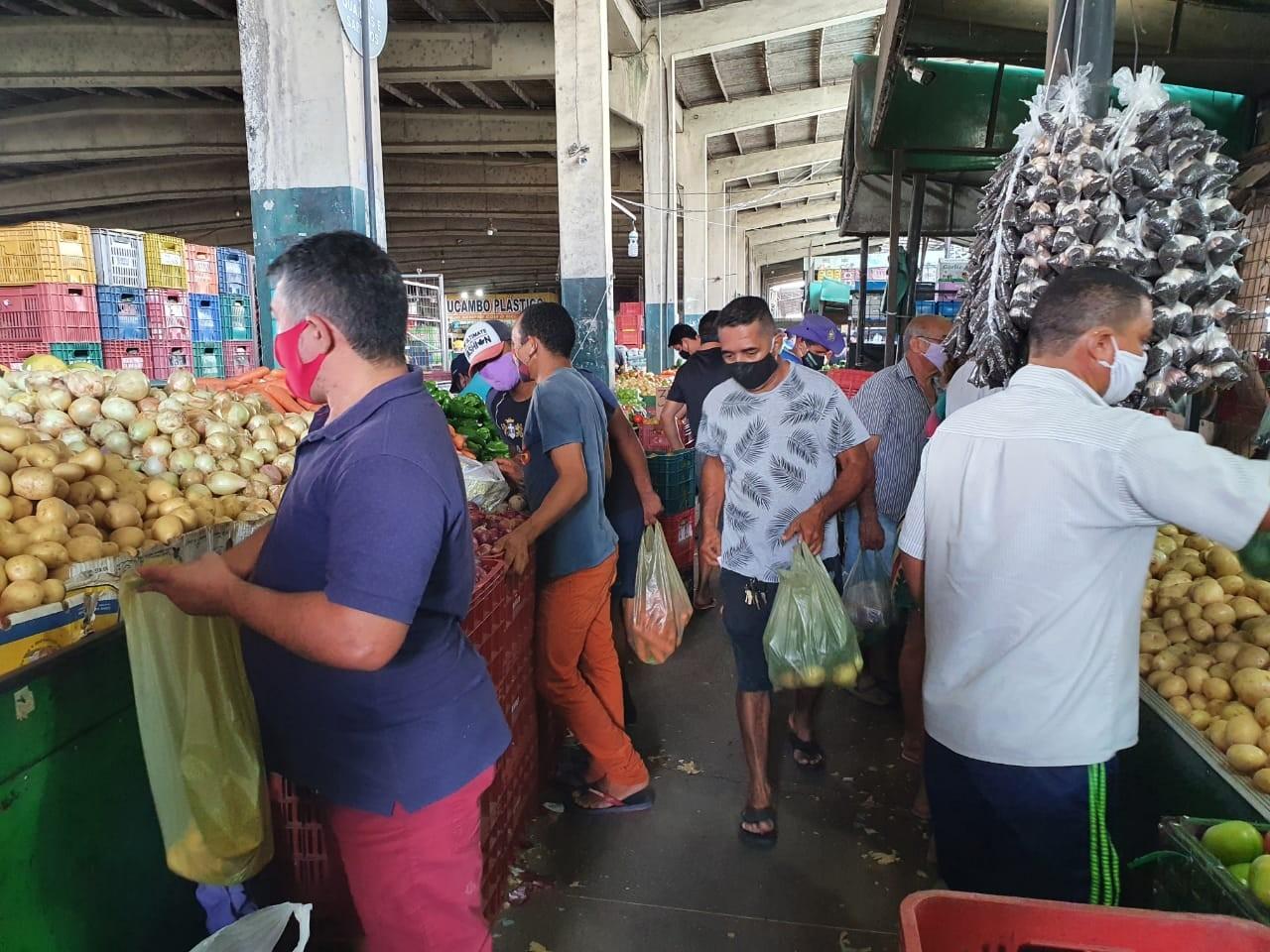 Movimentação na Ceasa do Ceará retorna a padrão pré-pandemia, com a circulação de 30 mil pessoas por dia