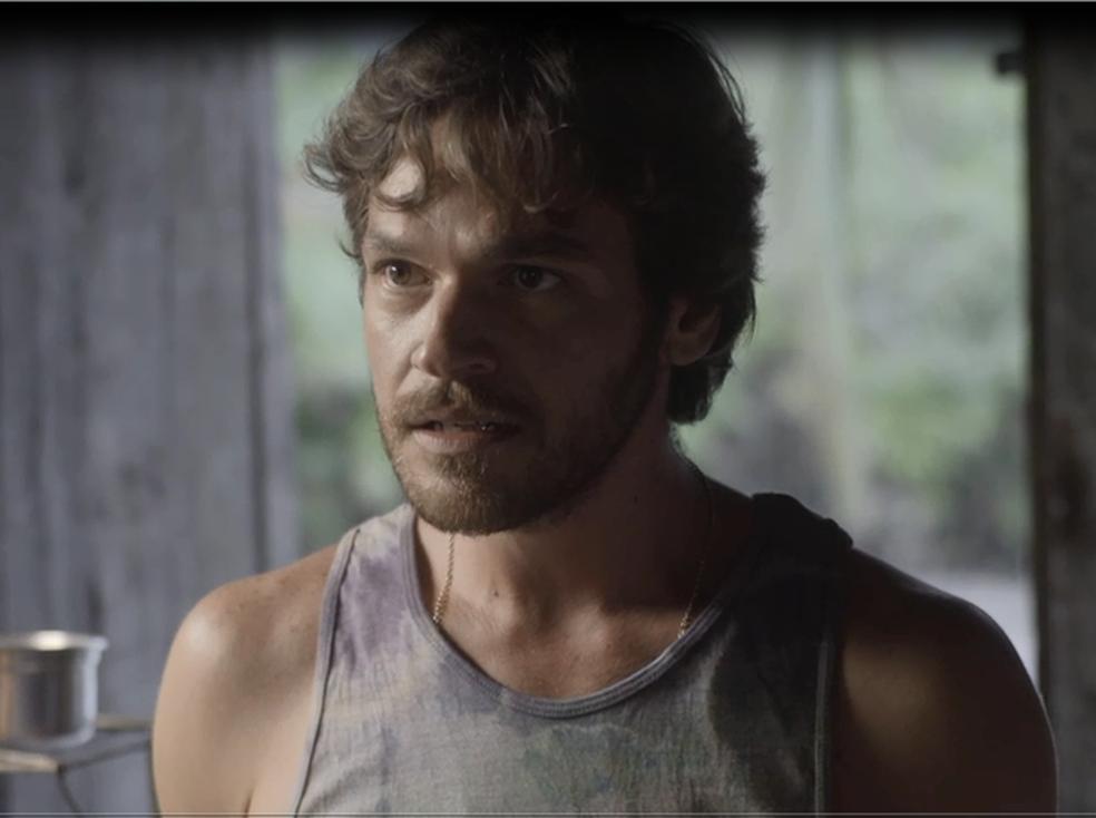 E Beto fica sem chão quando ouve de Luzia que Karola espera um filho dele (Foto: TV Globo)