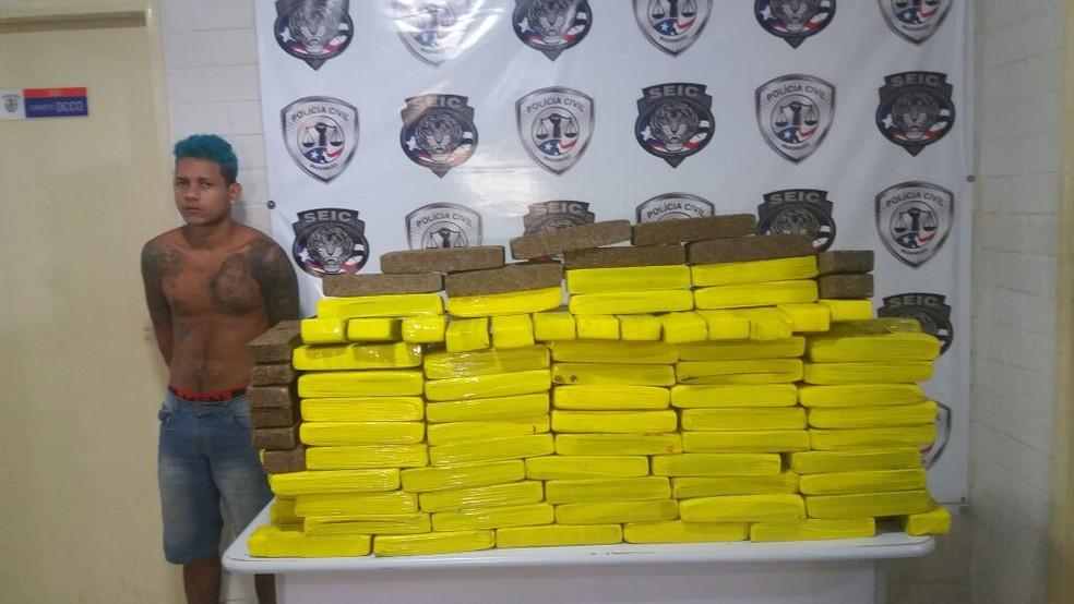 Flávio da Paz Sousa  foi preso em flagrante por tráfico de drogas (Foto: Mano Costa/TV Mirante)