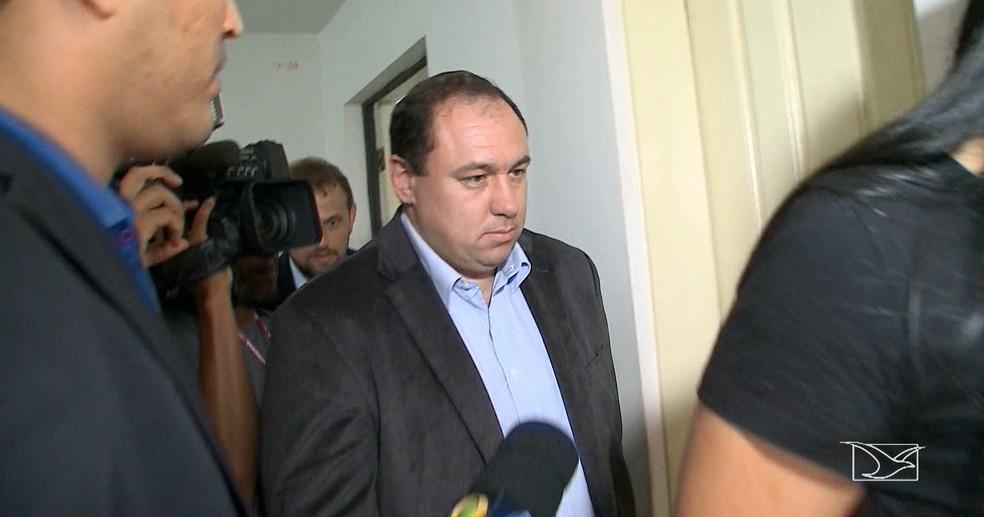 Ex-superintentende de investigações criminais, Tiago Bardal, está preso por suspeita de participação em quadrilha de contrabandistas (Foto: Reprodução/TV Mirante)