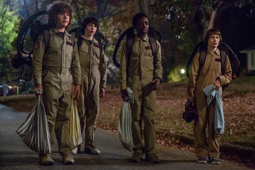 -  Gaten Matarazzo, Finn Wolfhard, Caleb McLaughlin e Noah Schnapp em cena da segunda temporada de   39;Stranger Things  39;  Foto: Divulgação