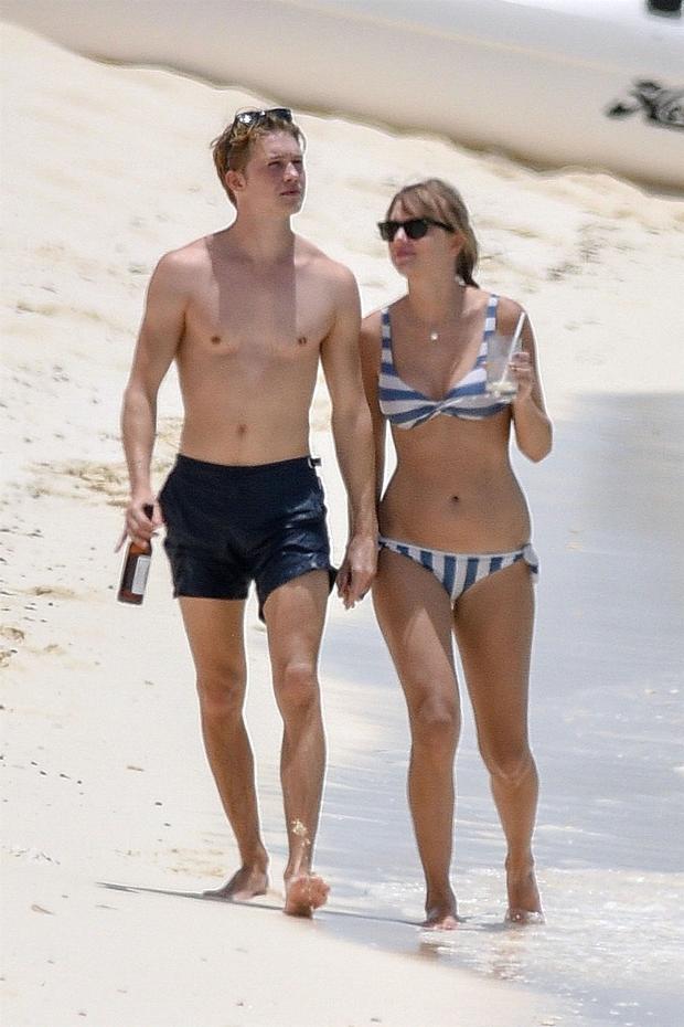 Taylor Swift e o namorado, Joe Alwyn (Foto: Backgrid)