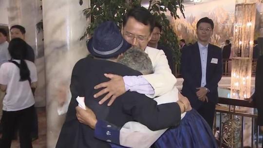 Coreanos separados pela guerra se reencontram após décadas