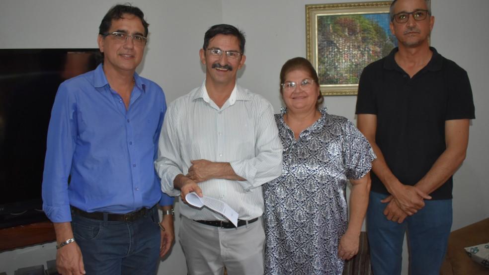 Fábio Junqueira transmitiu o cargo ao vice, Renato Gouveia — Foto: Prefeitura de Tangará da Serra-MT/ Assessoria