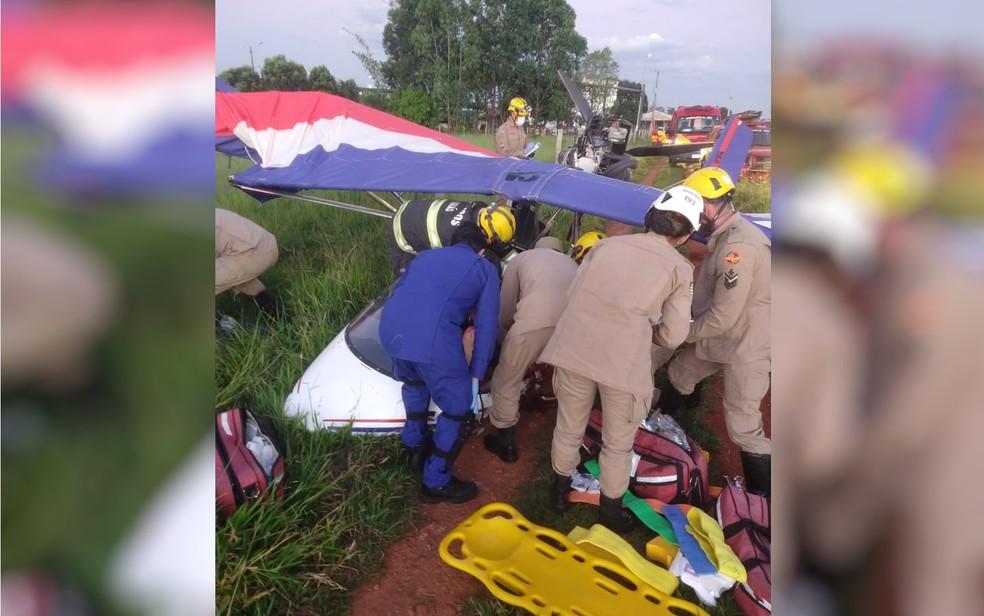 Morre piloto de avião que caiu na GO-070, em Goiânia — Foto: Corpo de Bombeiros/Divulgação