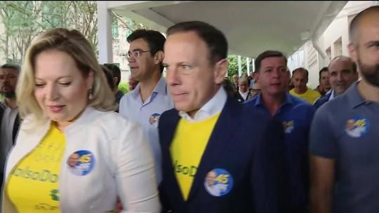 João Doria (PSDB) chega para votar em seção eleitoral nos Jardins
