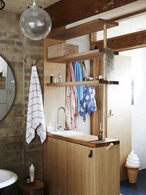 Décor do dia: Banheiro relaxante na tendência urban jungle (Foto: The Design Files/Divulgação)