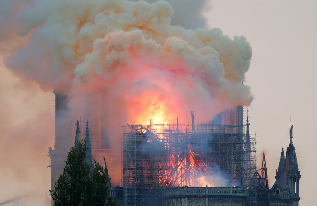 Incêndio atinge a Catedral de Notre-Dame, em Paris — Foto: Charles Platiau/Reuters
