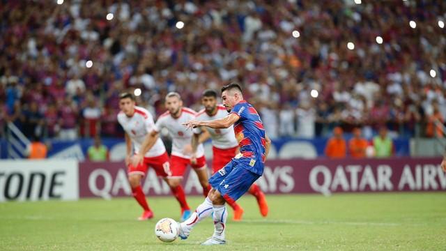 Juninho cobra pênalti e faz 1 a 0 em Fortaleza x Independiente