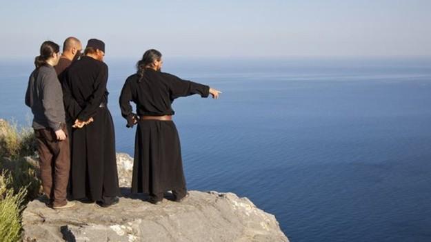 Por que mulheres foram banidas de península grega?