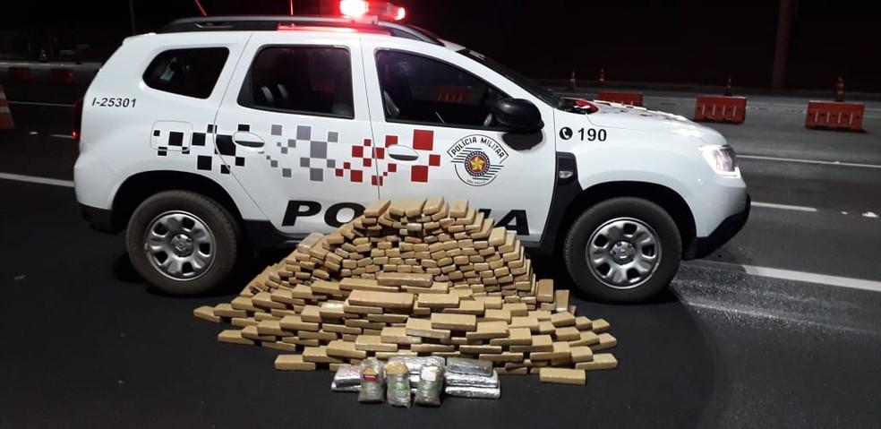 Polícia Militar apreendeu 357 tabletes de maconha e três tabletes de haxixe — Foto: Polícia Militar