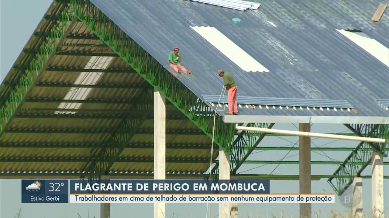 Trabalhadores são flagrados sem equipamento de proteção em telhado na cidade de Mombuca