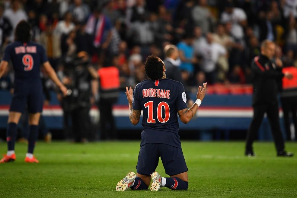 Neymar comemora vitória no último jogo do PSG — Foto: AFP
