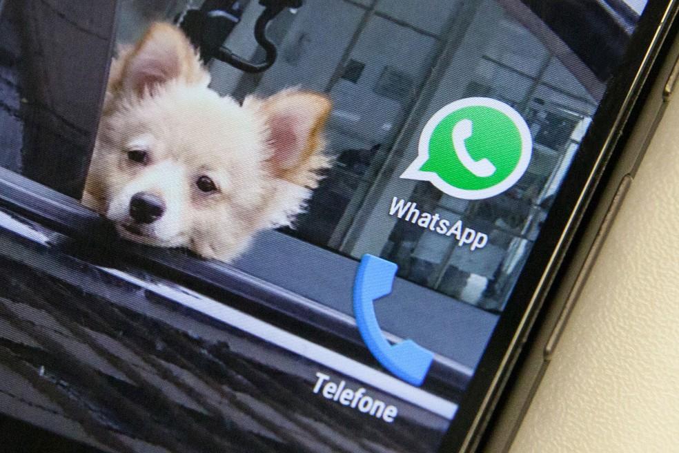 Ícone do Whatsapp, um dos aplicativos de conversa mais populares do mundo, é visto na tela de um smartphone — Foto: Fábio Tito/G1