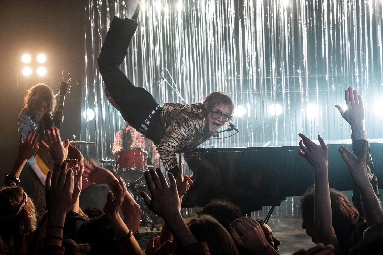 Taron Egerton plays Elton John in Rocketman from Paramount Pictures. (Foto: David Appleby)