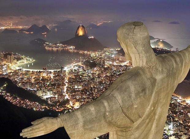 Corcovado, Rio de Janeiro, Brasil - Este é um dos morros mais conhecidos do mundo pela estátua do Cristo Redentor, de 38 metros de altura. Uma paisagem paradisíaca para brasileiros e estrangeiros (Foto: Reprodução/Blogblux)