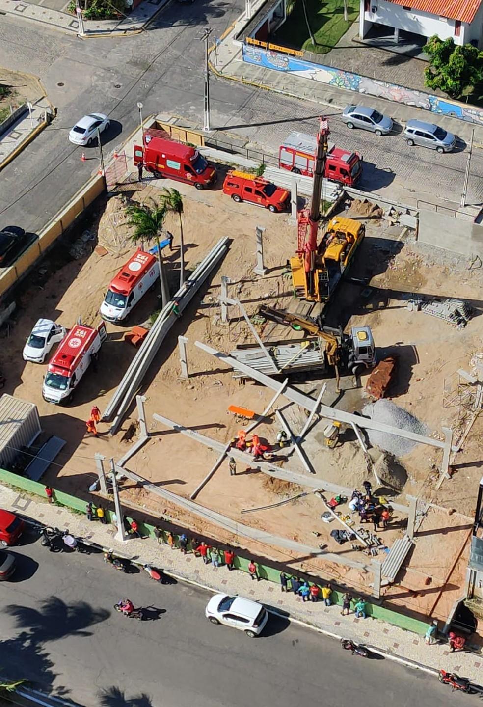 Estrutura de pré-moldados desaba em obra e atinge dois trabalhadores na Zona Sul de Natal — Foto: Cedida