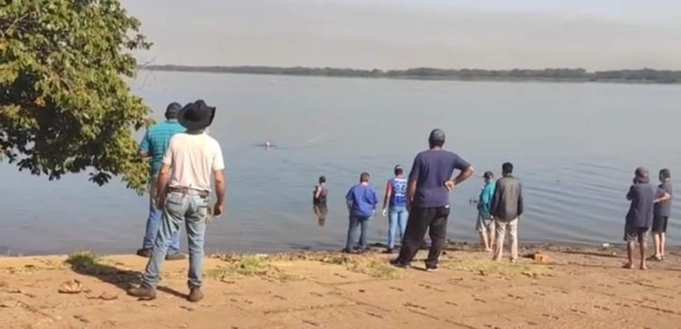 Homem pulou no Rio Paraná, em Panorama, para recuperar um boné e se afogou — Foto: Ermenson Rodrigues/Blog Panorama Notícia