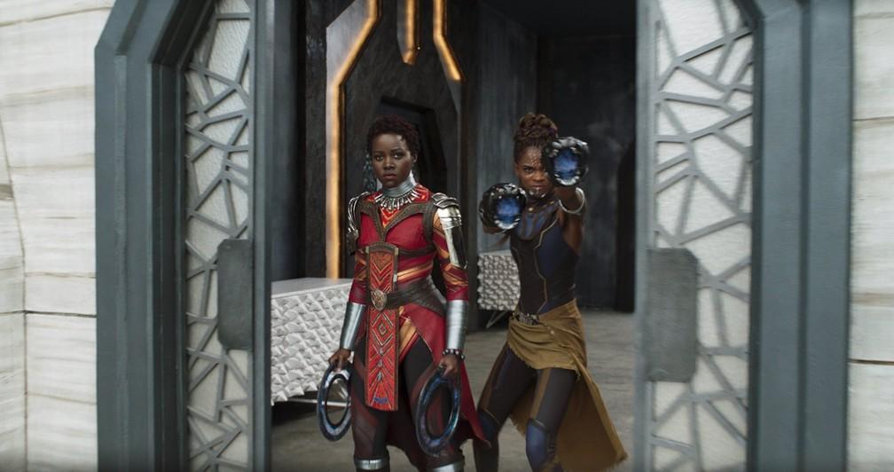 Lupita Nyong'o e Letitia Wright em cena de 'Pantera Negra' (Foto: Divulgação)