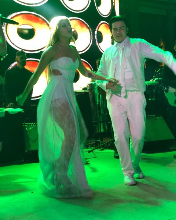 Luísa Sonza e Whinderson Nunes se divertindo na festa de casamento (Foto: Divulgação)