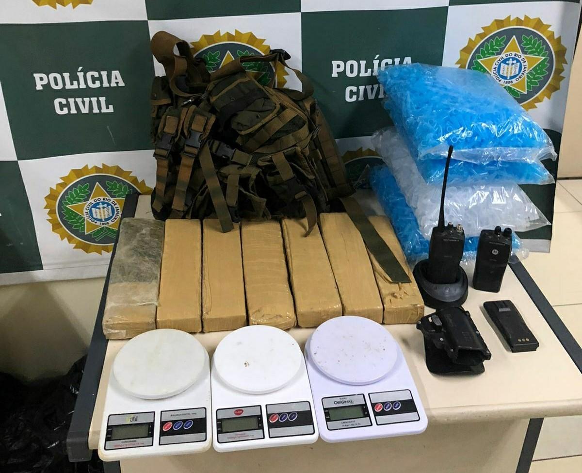Operação contra o tráfico de drogas, homicídios e roubos cumpre mandados de prisão no Sul do Rio