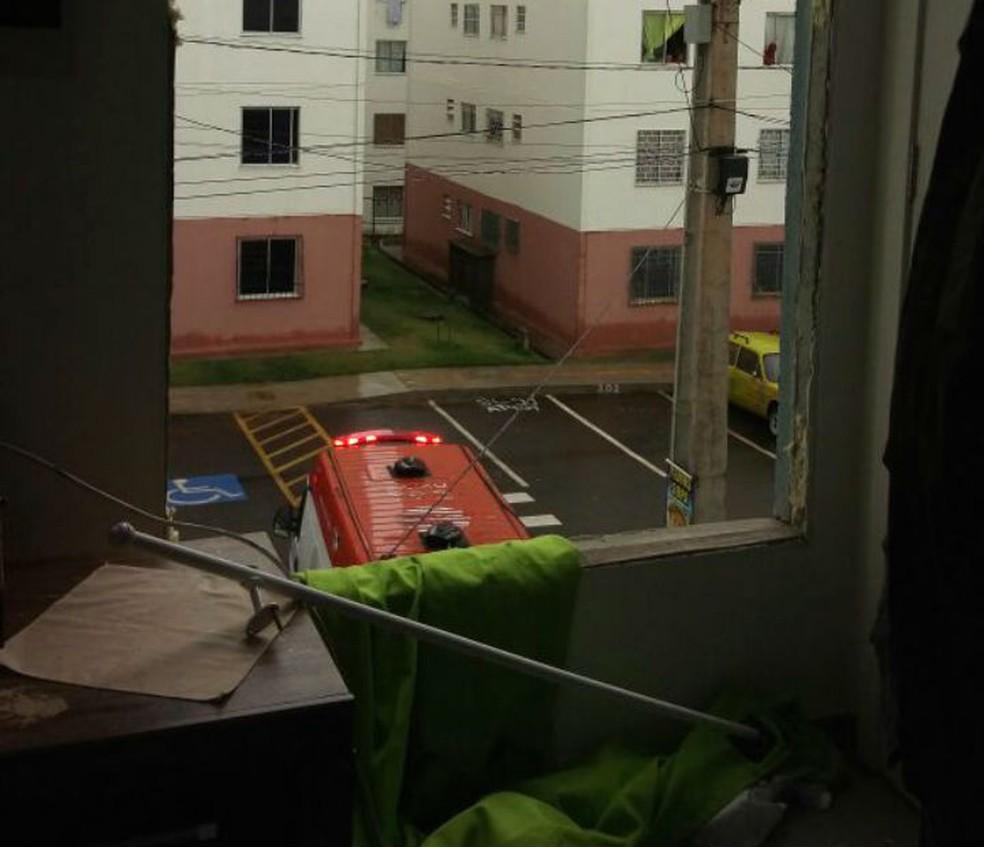 Janelas de apartamento foram destruídas com explosão (Foto: Divulgação/SSP-BA)