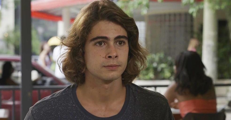 João (Rafael Vitti) faz discurso emocionante e se declara para Manuzita (Isabelle Drummond), em 'Verão 90' — Foto: TV Globo