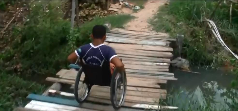 Ponte improvisada traz riscos para a população da Zona Sul de Teresina — Foto: Reprodução/ TV Clube