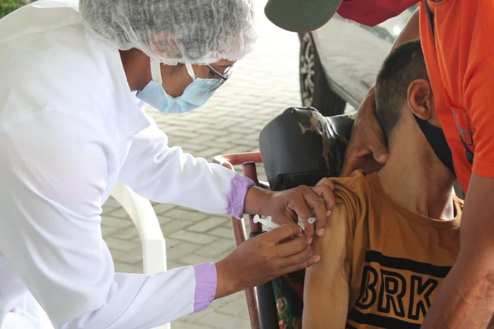 Pessoas com comorbidades estão sendo imunizadas em Óbidos, no Pará — Foto: Prefeitura de Óbidos/Divulgação