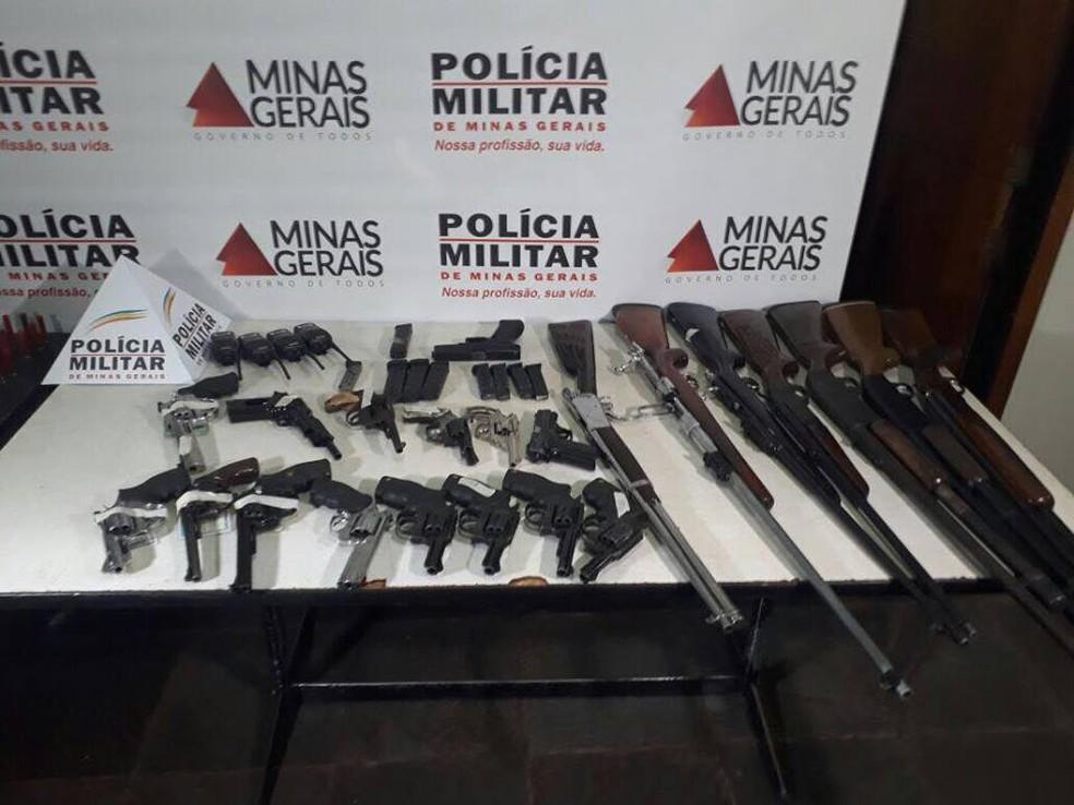-  Armas apreendidas foram encaminhadas para a delegacia  Foto: Polícia Militar/Divulgação