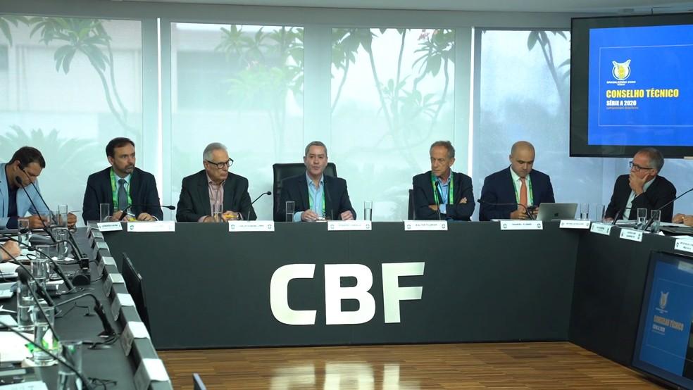 Rogério Caboclo na reunião do Conselho Técnico, ainda em fevereiro. Novo encontro virtual projetou início do Brasileiro para agosto — Foto: Reprodução / CBF