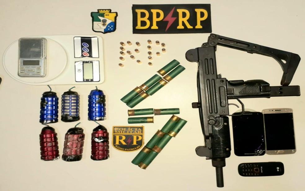 Metralhadora, munições e granadas apreendidas — Foto: BPRp/Divulgação