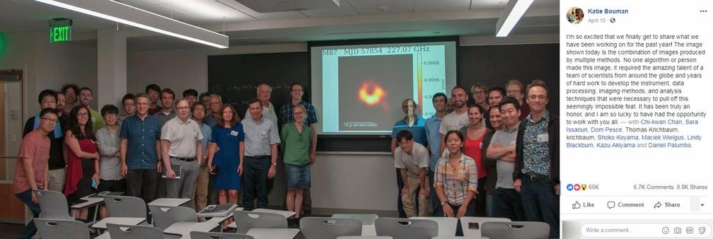 Após repercussão mundial, Katie Bouman publicou foto mostrando equipes que desenvolveram algoritmos, e explicou que não foi a única a atuar no projeto — Foto: Reprodução/Facebook