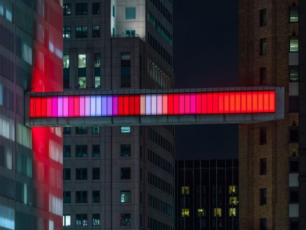 Artista instala luzes coloridas em ponte histórica de Detroit (Foto: Lance Gerber/Divulgação)