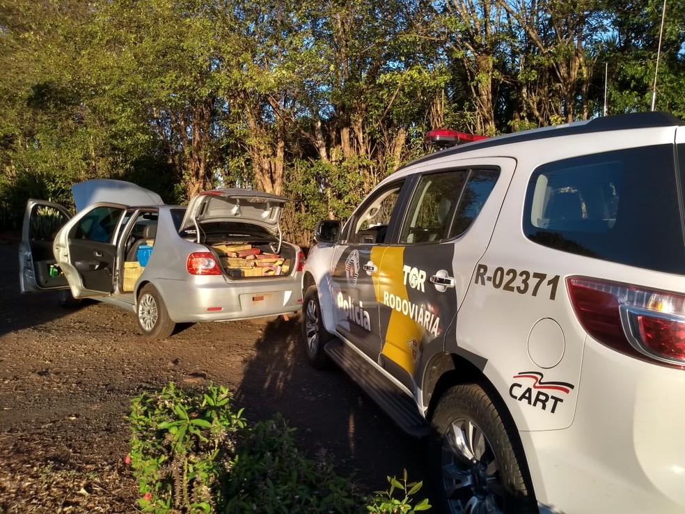 Homem estava dentro de um motel às margens da rodovia quando foi detido pelos policiais  — Foto: Polícia Rodoviária/ Divulgação