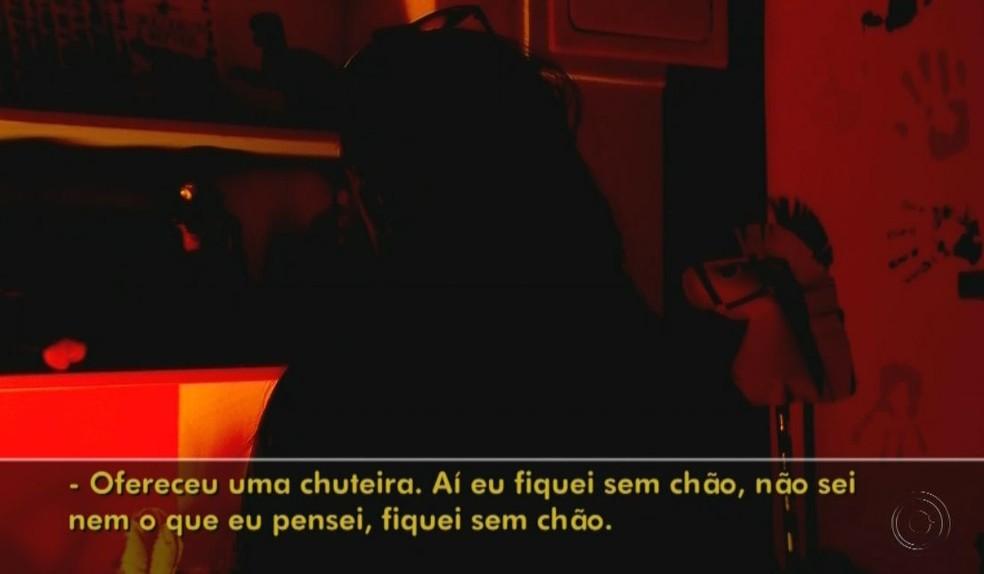 Mãe fez denúncia após ver as mensagens no celular do filho - garça massoterapeuta pedofilia abuso — Foto: TV TEM / Reprodução