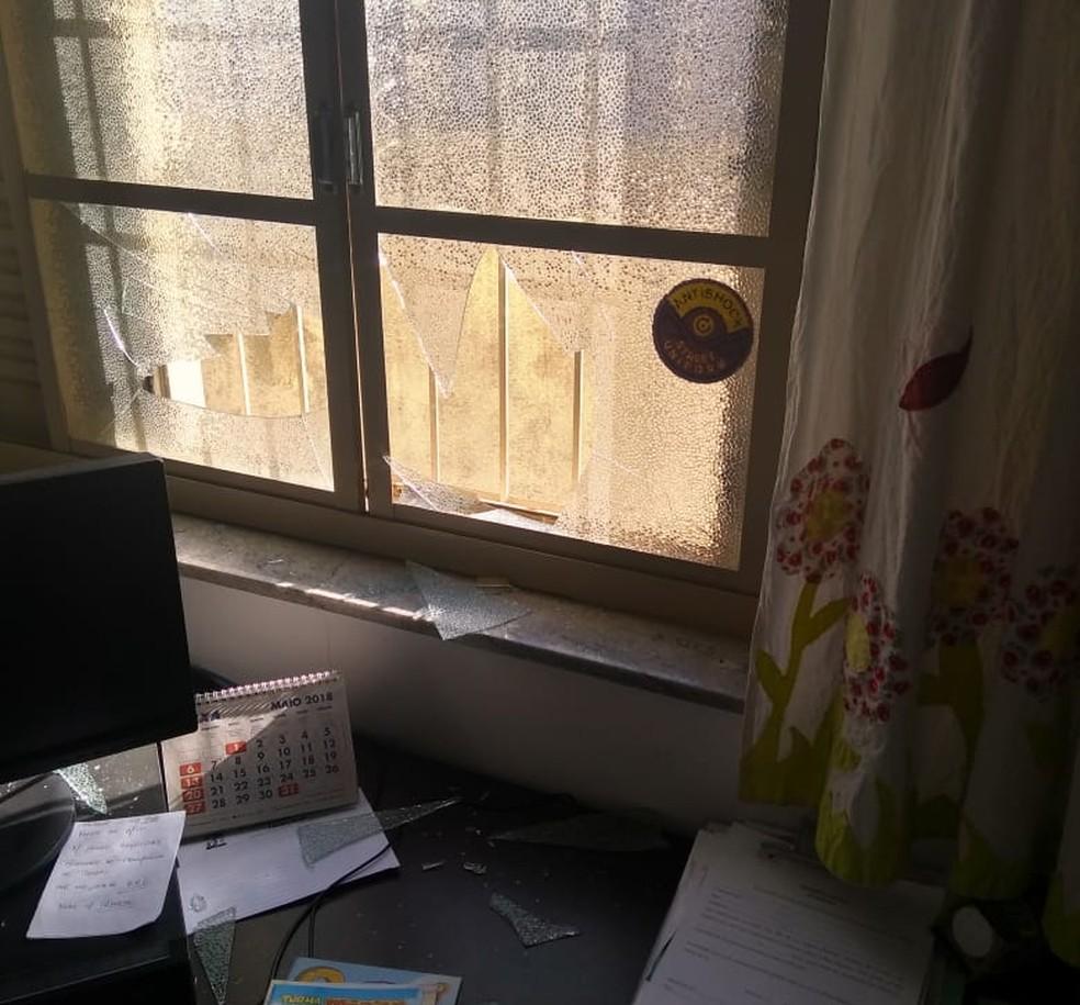 Autora ameaça funcionários e quebra janela do Conselho Tutelar de Franca, SP (Foto: Foto: Conselho Tutelar Franca/Divulgação)